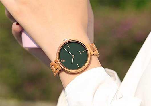reloj de esfera verde marino madera