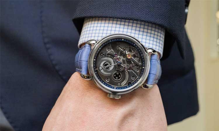 Diferentes partes de un reloj