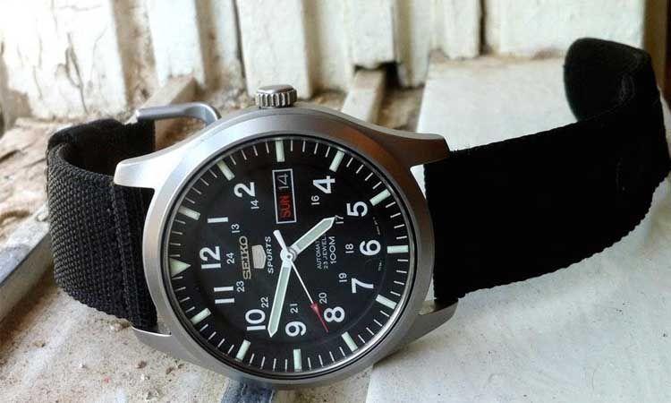 Diseño reloj Seiko SNZG15